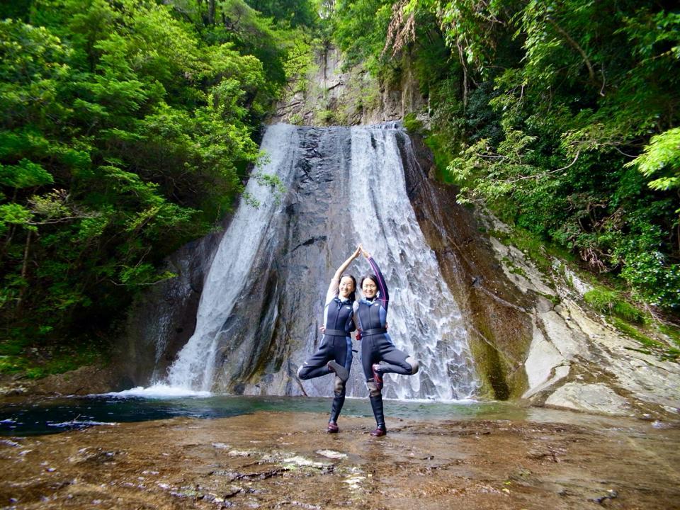 滝ヨガ。体とココロのバランス。