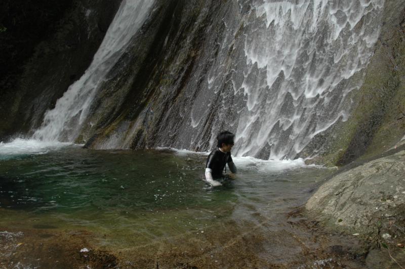 これ、滝に近づこうとしてるんですが、足場がなく全然ダメ。
