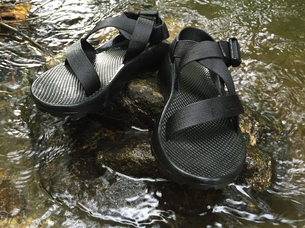 chacoのサンダル。靴底もしっかりしてて地面の影響を受けにくい。