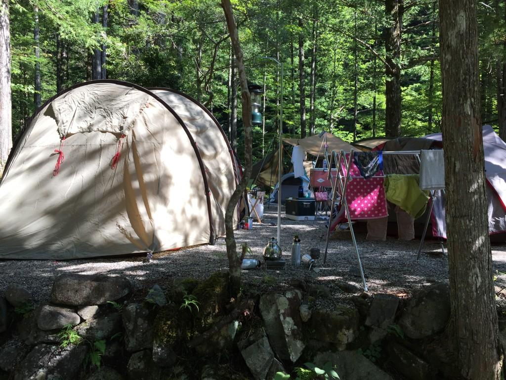 キャンプ場はテント村みたいな密集度でした。